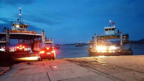 Sau 5 ngày ban bố lệnh cấm, Hải Phòng lại cho phép xe ô tô trên 12 chỗ chở khách qua phà Gót, ra đảo Cát Bà kể từ 0h ngày 31/1. Ảnh: Giang Chinh