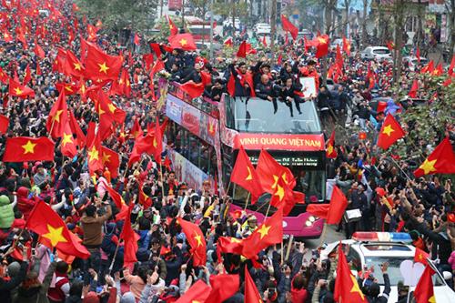 Đám đông người hâm mộ đón đội tuyển U23 Việt Nam ở Hà Nội hôm 28/1. Ảnh: Tuấn Anh.