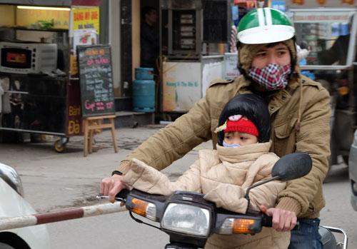 Phụ huynh Hà Nội bấn loạn vì trẻ mầm non, tiểu học được nghỉ