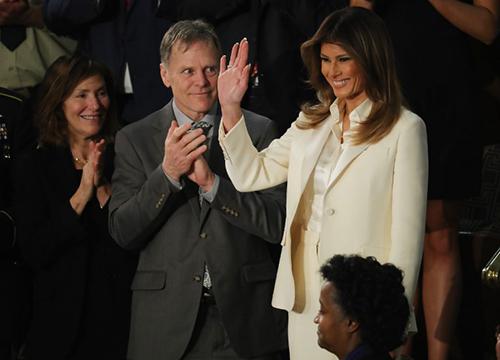 Bà Melania chào các nghị sĩ và quan khách tại sự kiện. Ảnh: AFP