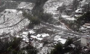 Du khách đổ về Sa Pa ngắm tuyết rơi