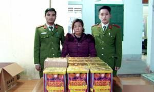 Nữ nghi phạm bị bắt khi vận chuyển hơn 40 kg pháo lậu