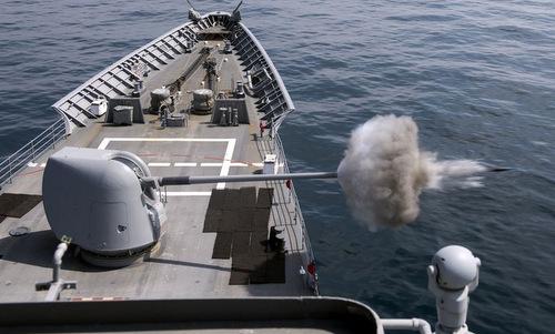 Pháo hải quân của Mỹ có thể bắn đạn HVP để chặn tên lửa chống hạm. Ảnh: US Navy.