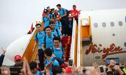 Báo chí nước ngoài chú ý đến màn diễn bikini trên máy bay đón U23 Việt Nam