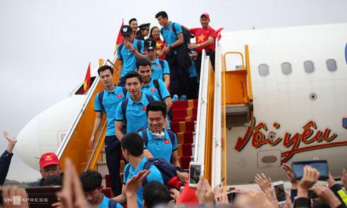 U23 Việt Nam hạ cánh xuống sân bay Nội Bài, Hà Nội vào ngày 28/1. Ảnh: VnExpress.