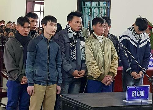 Các bị cáo tại phiên tòa chiều 31/1. Ảnh: Đ.H