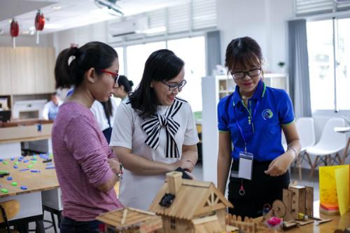 Mô hình thu hút đông đảo các bạn trẻ là học sinh - sinh viên, phụ huynh và giáo viên.