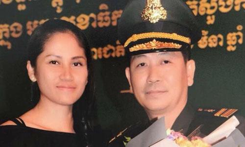 Ông Thai Phanyvà vợ Hun Chanthol, cháu gái của Thủ tướng Campuchia Hun Sen, bị tước hàm tướng một sao vì cáo buộc liên quan đến sới bạc đá gà. Ảnh:Phnom Penh Post.