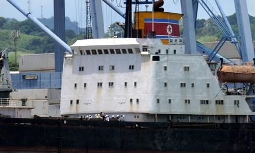 Tàu buôn lậu vũ khí của Triều Tiên bị Ai Cập bắt giữ hồi năm 2013. Ảnh: AFP.