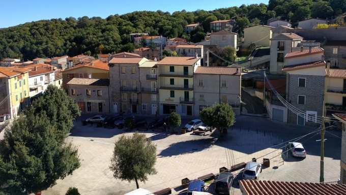 Thị trấn Italy rao bán hàng trăm căn nhà với giá hơn 1 USD