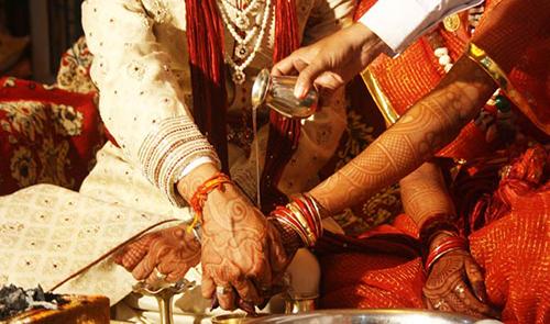 Các chú rể được phép hủy hôn nếu cô dâu không chứng minh được mình trong trắng. Ảnh minh họa:khabarindiatv.