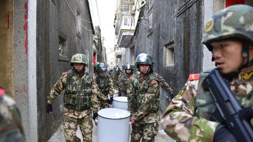 Cảnh sát vũ trang Trung Quốc phá một đường dây ma túy ở Quảng Đông. Ảnh: SCMP.