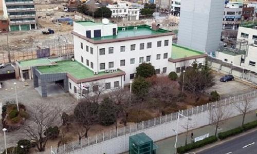 Tổng Lãnh sự quán Nhật Bản tại Busan. Ảnh: Yonhap.
