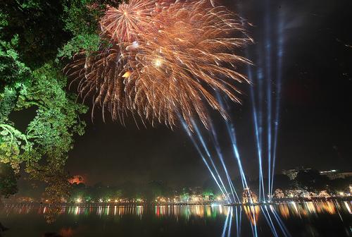 Khu vực hồ Gươm sẽ tổ chức bắn pháo hoa tầm cao dịp Tết Nguyên đán. Ảnh minh hoạ: Ngoc Thành.