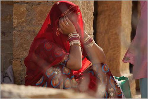 phụ nữ khác trong cộng đồng Kanjarbhat, bang Maharashtra phía tây Ấn Độ, Anita bị buộc phải trải qua cuộc kiểm tra trinh tiết vào đêm tân hôn
