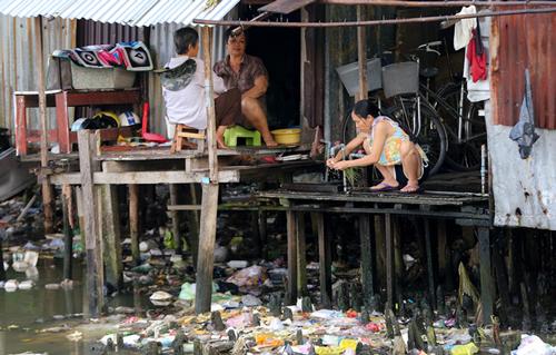 Nhà ven rạch Xuyên Tâm ở Bình Thạnh, TP HCM. Ảnh: Quỳnh Trần