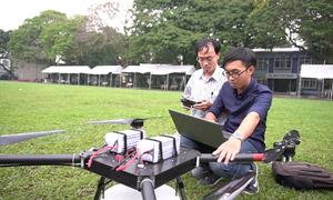 Thầy giáo TP HCM chế tạo máy bay điều khiển phun thuốc trừ sâu