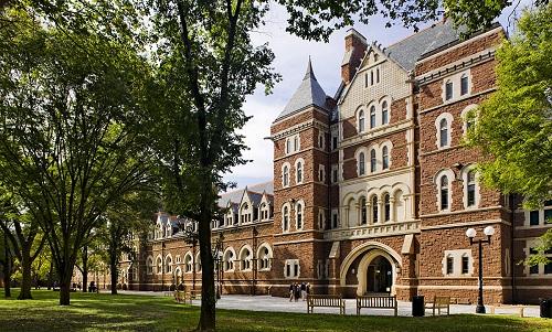 Mỗi trường đại học sẽ có những yêu cầu khác nhau về việc nộp tài liệu bổ sung.