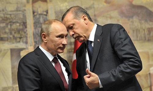 Tổng thống Nga Putin (trái) trò chuyện cùng ông Erdogan. Ảnh: Moscow Times.