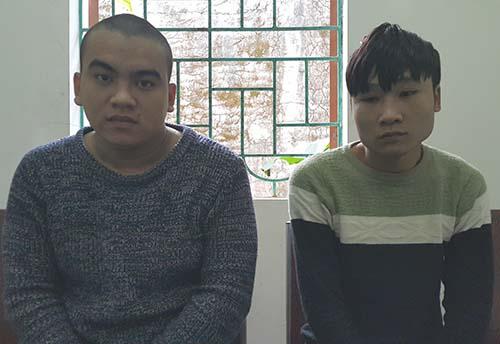 Nguyễn Phúc và Lê Nhật Rôn tại cơ quan điều tra. Ảnh: Nguyễn Hải.