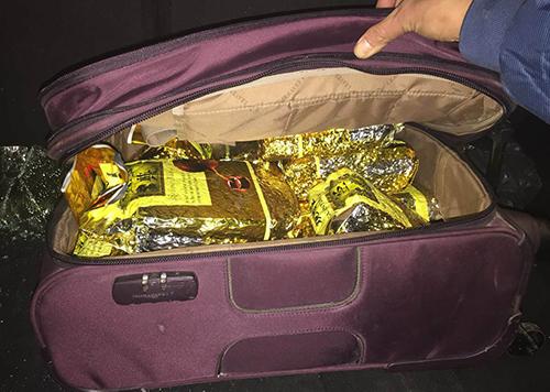 Số ma túy cảnh sát thu được trên xe của Đạt. Ảnh: Bảo Ngọc
