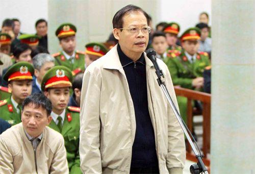 Nguyên tổng giám đốc PVN Phùng Đình Thực tại phiên tòa sơ thẩm. Ảnh: TTXVN.