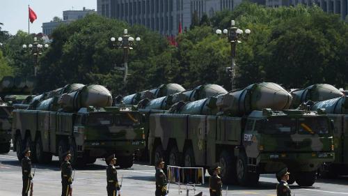 Trung Quốc phô diễn tên lửa đạn đạoDF-21D trong cuộc duyệt binh ở Bắc Kinh tháng 9/2015. Ảnh: AFP.