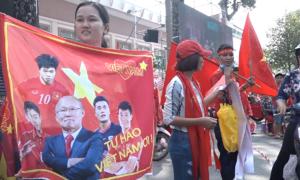Buôn bán tấp nập trước giờ đón U23 Việt Nam