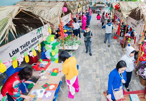 Ngày 27/1, trường quốc tế Anh Việt Hà Nội (BVIS) tổ chức lễ hội Xuân với chủ đề Xuân ECO (Xuân xanh) - với thông điệp nâng cao ý thức bảo vệ môi trường từ hành động nhỏ. Chương trình thu hút hơn 1.500 phụ huynh, học sinh tham dự.