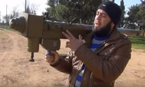Tên lửa FN-6 trong tay phiến quân Syria. Ảnh: Twitter.