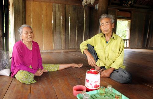Vợ chồng ông già Mướp  người khai sinh làng Mường ở Quảng Nam.Ảnh: Đắc Thành.