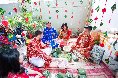 Học sinh BVIS Hà Nội học cách bảo vệ môi trường qua chợ xuân - 3