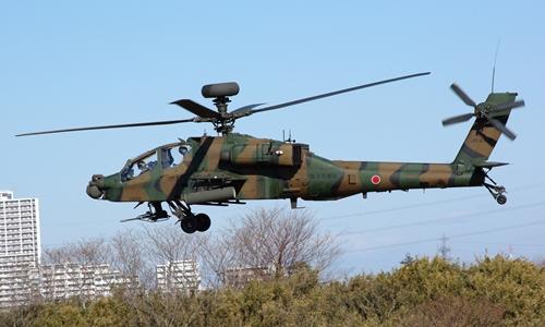 Trực thăng AH-64 của lực lượng phòng vệ Nhật Bản. Ảnh: Wikimedia Commons.
