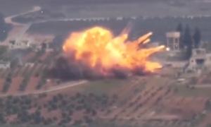 Giây phút nữ dân quân người Kurd bắn nổ xe tăng Thổ Nhĩ Kỳ