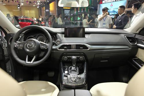 CX-9 thế hệ mới khi ra mắt khách Việt hồi tháng 10/2016.các tùy chọn bao gồm hệ thống âm thanh Bose 12 loa, da Nappa, gỗ hồng sắc từ một công ty chuyên làm đàn guitar ở Nhật. Khách hàng có thể chọn bảng đồng hồ hiển thị kiểu công nghệ cao với màn hình TFT 4,6 inch giữa các vòng đồng hồ.