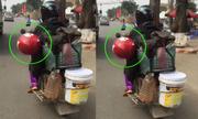 Chồng chở vợ ngủ gật trên xe máy khiến nhiều người thót tim