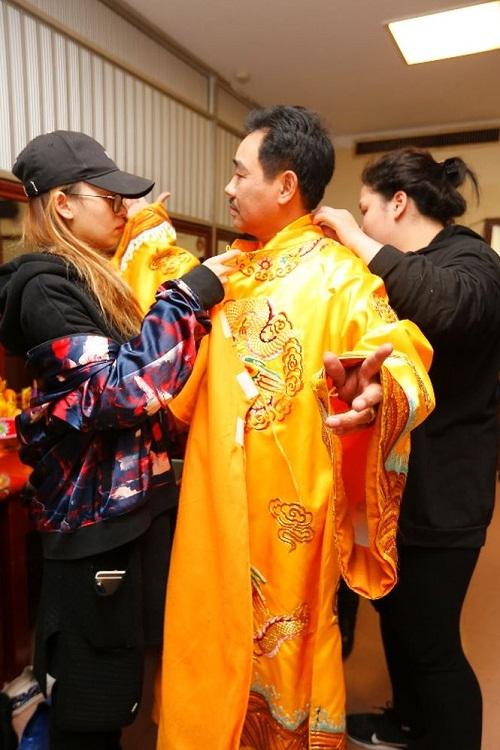 Ngọc Hoàng Quốc Khánh thử trang phục trước ngày mở phiên chầu.