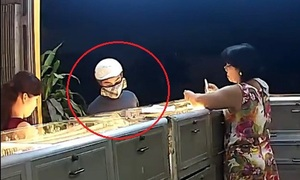 Tên cướp tiệm vàng ở Bình Dương gây án trong 10 giây