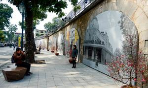 Hà Nội xưa ở vòm cầu phố Phùng Hưng khiến nhiều người thích thú