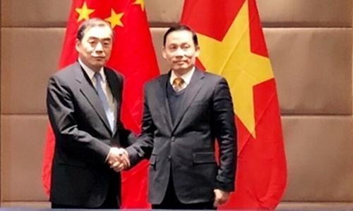 Thứ trưởng Bộ Ngoại giao Việt Nam Lê Hoài Trung và Thứ trưởng Bộ Ngoại giao Trung Quốc Khổng Huyễn Hựu. Ảnh: Bộ Ngoại giao Việt Nam.