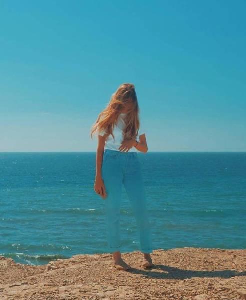 Biến mất giữa biển xanh.