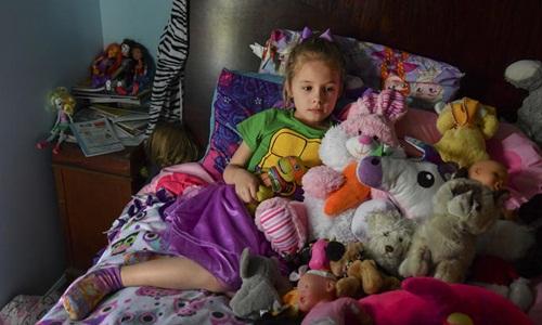 Ava Olsen mắc chứng rối loạn căng thẳng hậu chấn thương tâm lý sau khi chứng kiến một vụ xả súng ở trường học. Ảnh: Washington Post.