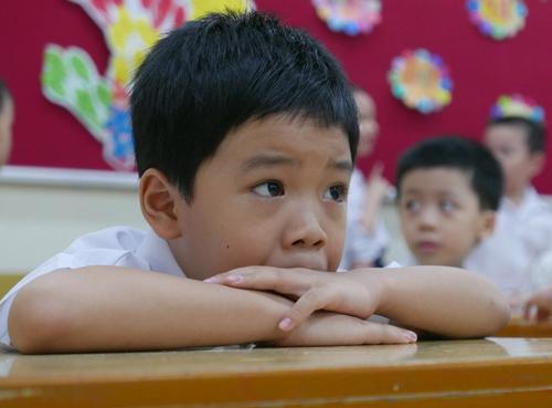 Việc chia nhỏ bài tập để con làm mỗi ngày sẽ giúp trẻ không bị chán, mệt khi phải trở lại trường sau kỳ nghỉ dài. Ảnh minh họa.