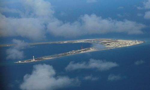 Đá Subi, thuộc quần đảo Trường Sa của Việt Nam, bị Trung Quốc chiếm phi pháp, nhìn từ trên cao hồi tháng 4/2017. Ảnh: Reuters.