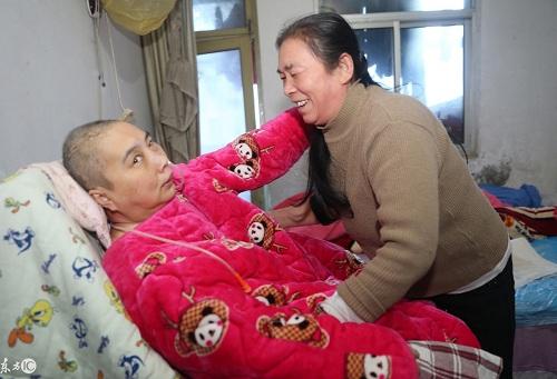 Những gia đình có người ốm đau, con nhỏ, đều lâm vào tình trạng khó khăn vì thiếu người giúp việc dịp Tết ở Trung Quốc. ẢNh: IC.