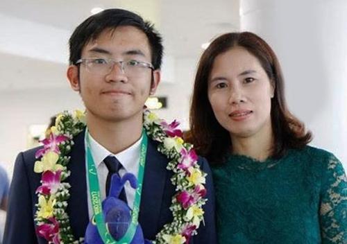 Chị Nguyễn Minh Hải và con trai Phạm Nam Khánh. Ảnh: NVCC.