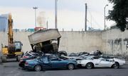 Tổng thống Philippines ra lệnh nghiền nát hàng chục xe sang