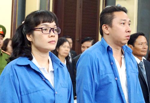 Huyền Như vẻ rất thoải mái tại tòa. Ảnh: Hải Duyên.