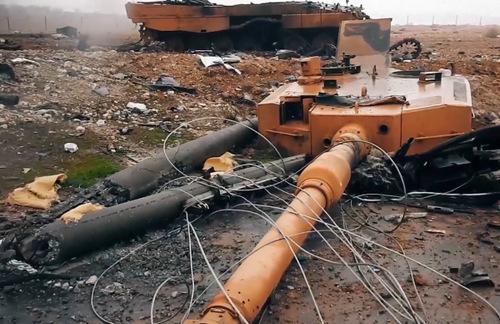 Xe tăng Leopard 2A4 nổ bay tháp pháo tại Syria. Ảnh: Twitter.
