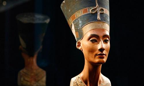 Tượng bán thân của nữ hoàng Nefertiti chế tác vào năm 1345 trước Công nguyên. Ảnh: National Geographic.